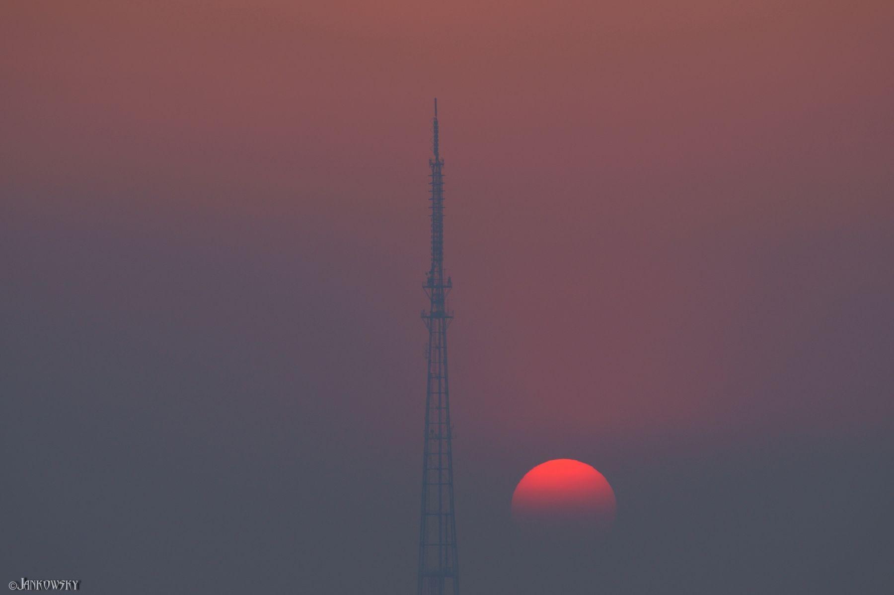Пекло 6.05.21 -  Транзит  по телебашне омск смог солнце транзит телебашня диск солнца красное туман canon FD 300mm f2.8