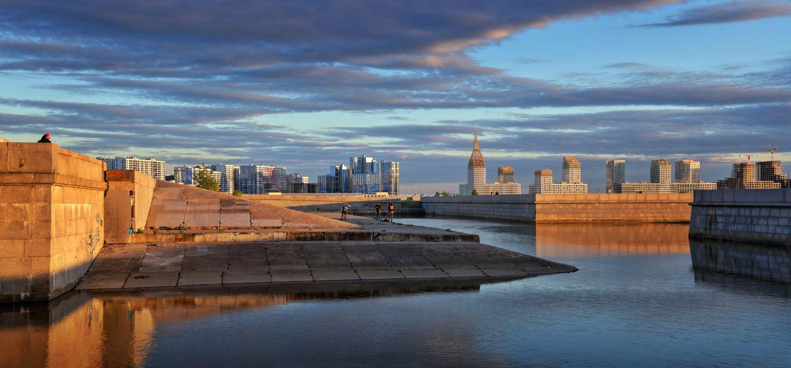 Новые районы большого города.... Санкт-Петербург Saint-Petersburg Васильевский остров панорама сумерки закат пейзаж новостройки залив