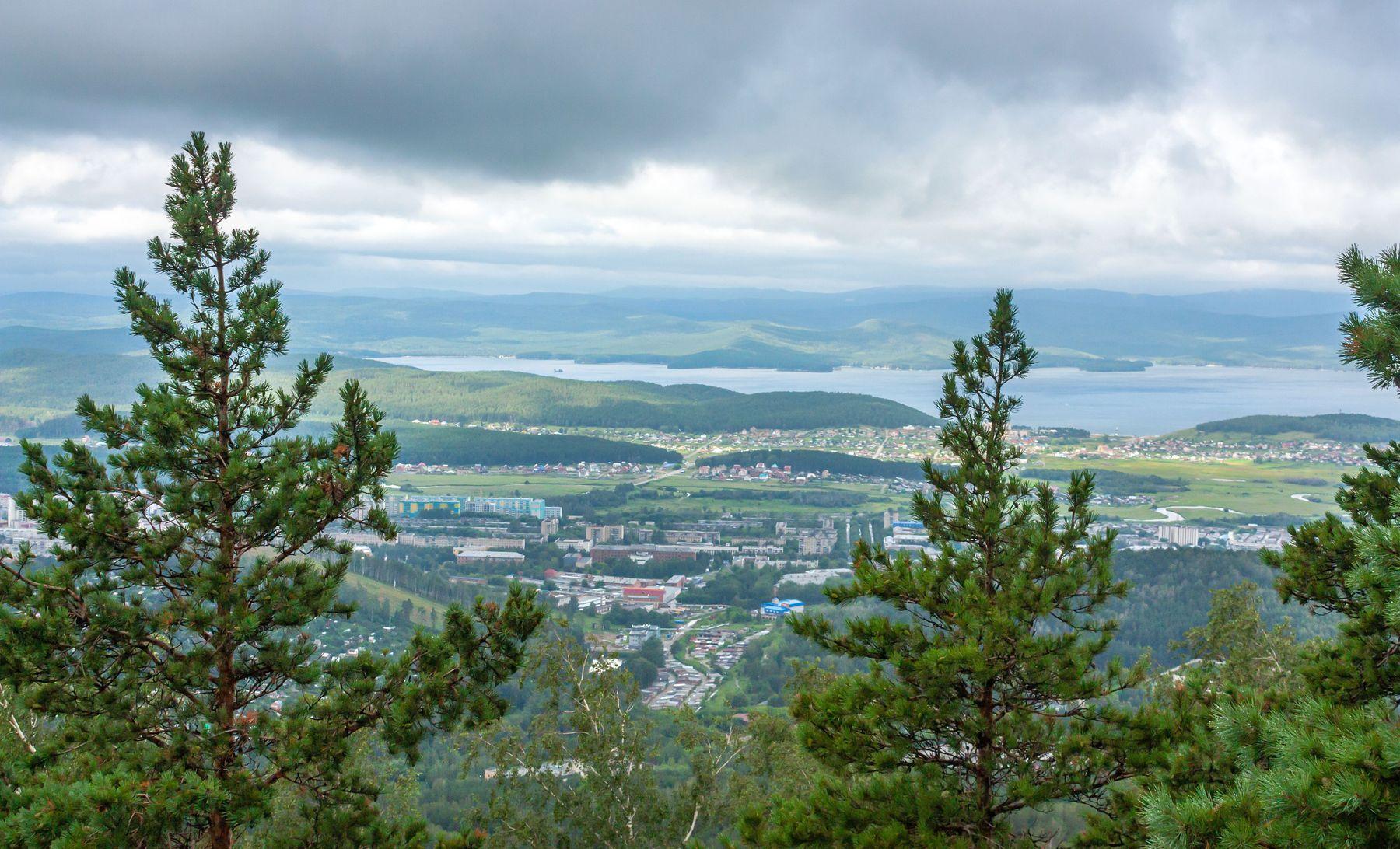 На перевале. Ильменский хребет. Вид на озеро Тургояк. Южный Урал Миасс Ильменский хребет перевал природа лето