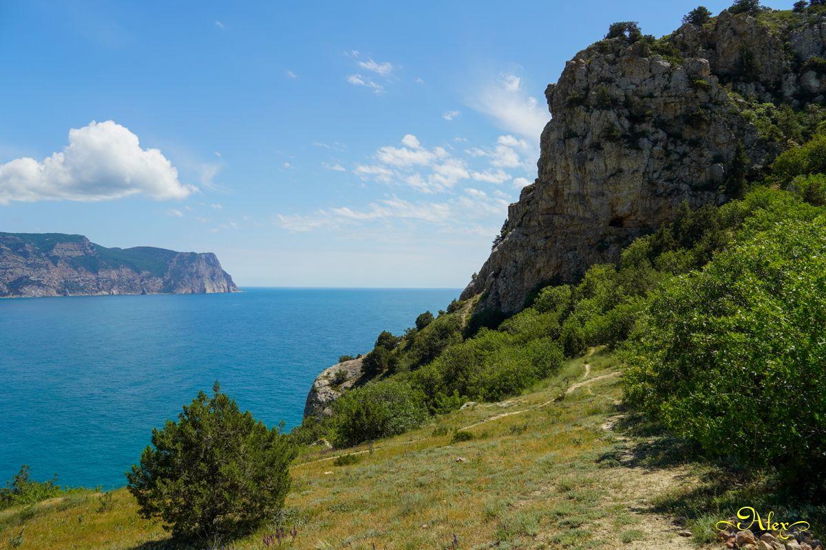 Высокие берега Крым пейзаж Чёрное море горы лето