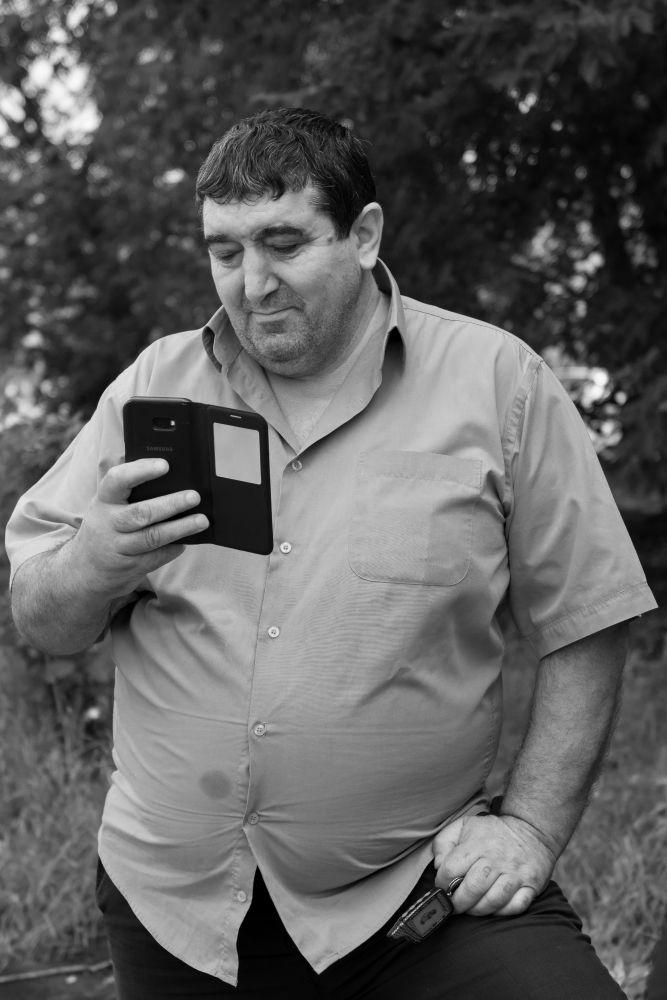 Из серии «На районе» Россия улица город стрит фото люди мужчина персонаж мода телефон жанр портрет район окраина