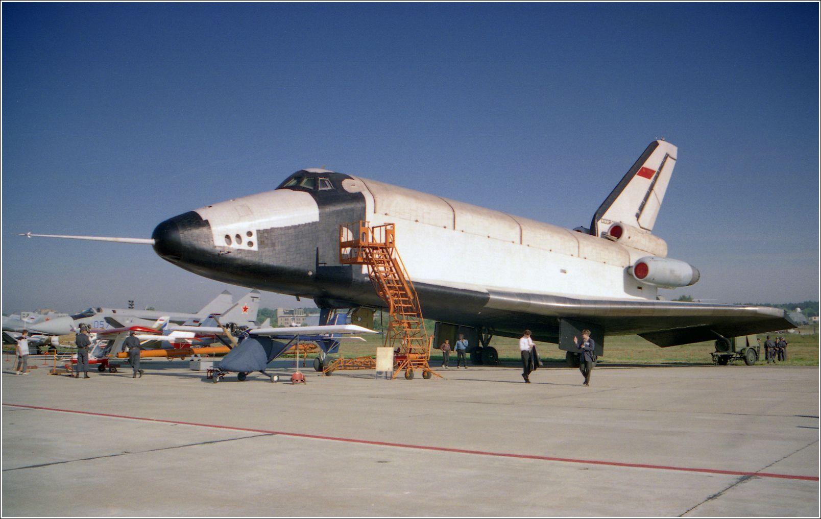 Буран, 1998 год Буран авиация космонавтика челнок стоянка Жуковский 1998