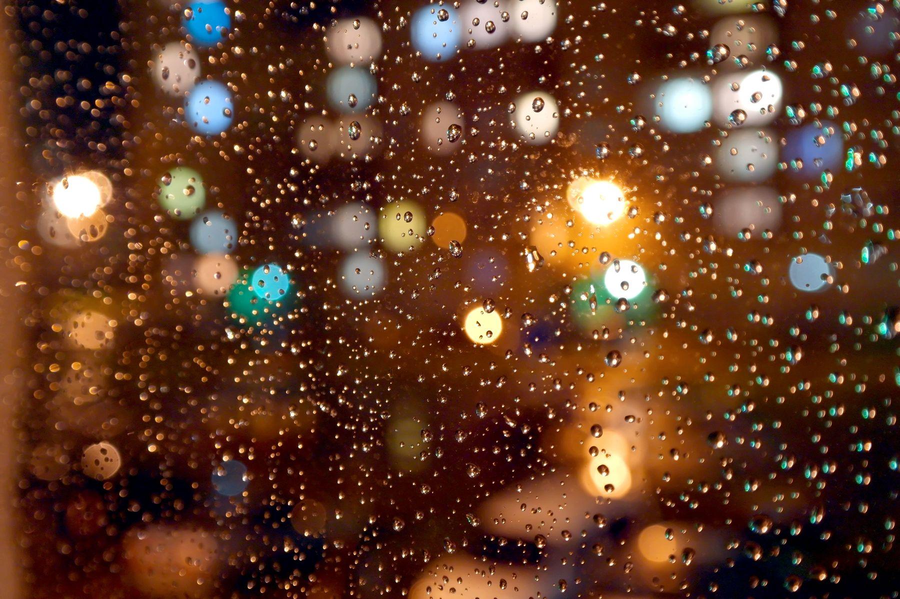 За окном дождь