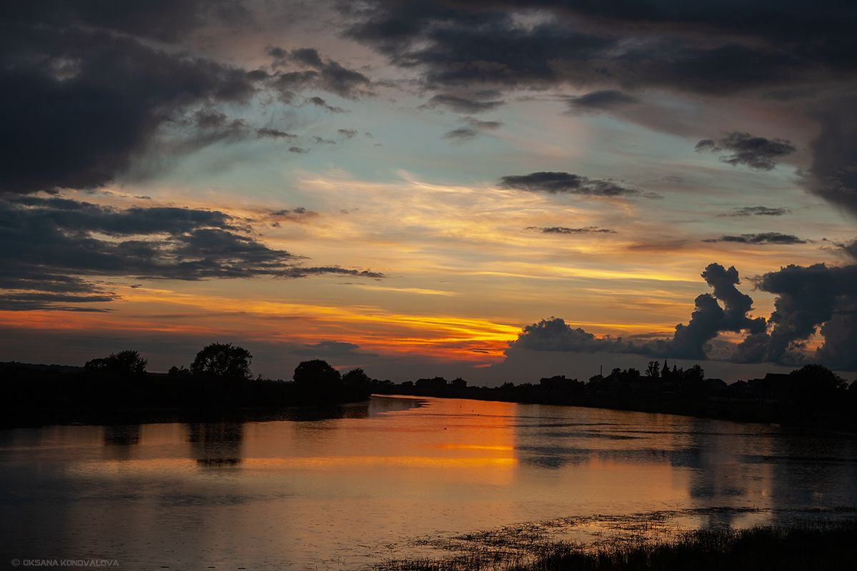 ***Закат...Очередной день, который ушел навсегда... лето вечер озеро рыбалка закат облака вода отражение