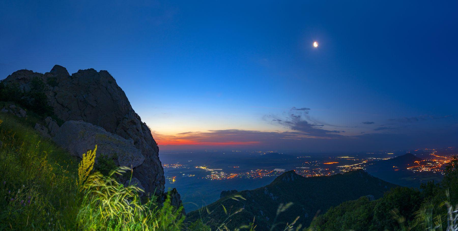 Предрассветная ночь пятигорск бештау машук луна панорама пейзаж
