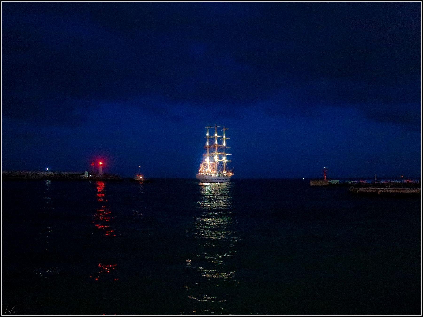 *Баллада о морском страннике* фотография путешествия Крым парусник Ялта вечер море Фото.Сайт Photo.Sight Светлана Мамакина Lihgra Adventure