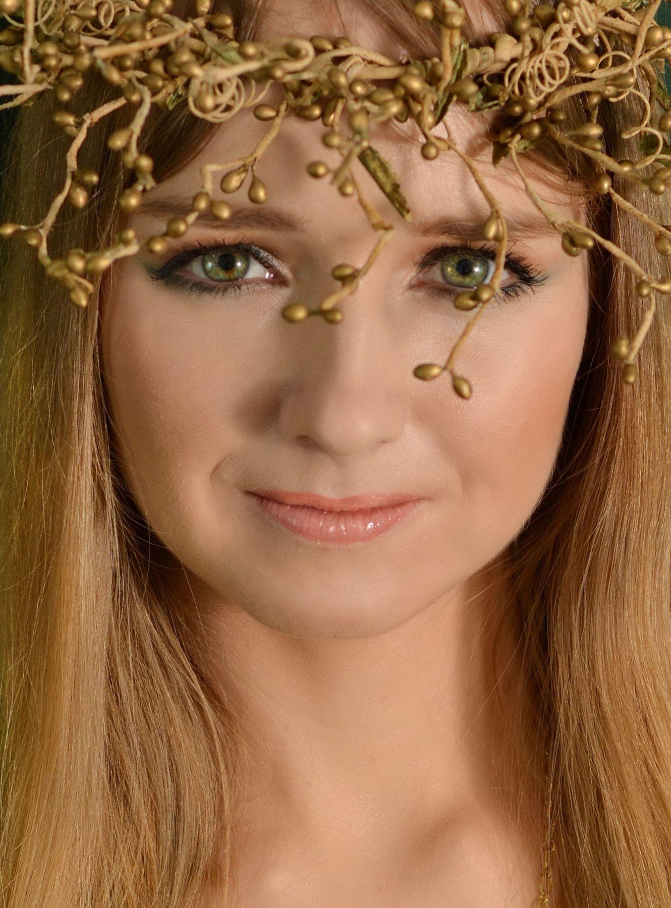 Венок женский портрет фея венок зелёные глаза блондинка красавица