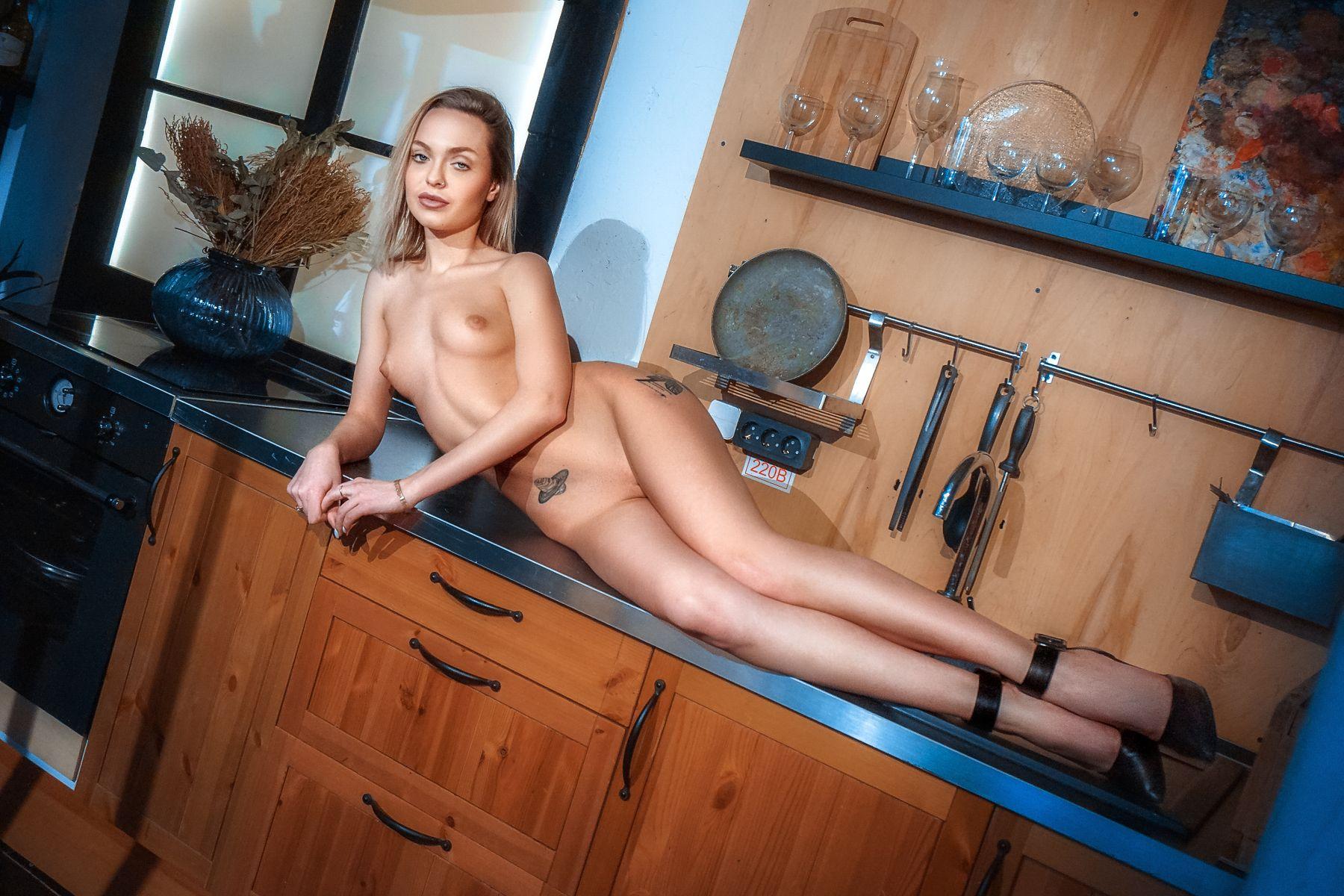 Model: Mia Frost