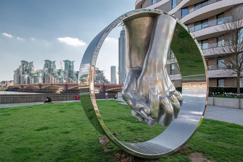 "Ты где?... Лондон скульптура ""Любовь Алюминий"" скульптор Лоренцо_Куинн Lorenzo_Quinn"