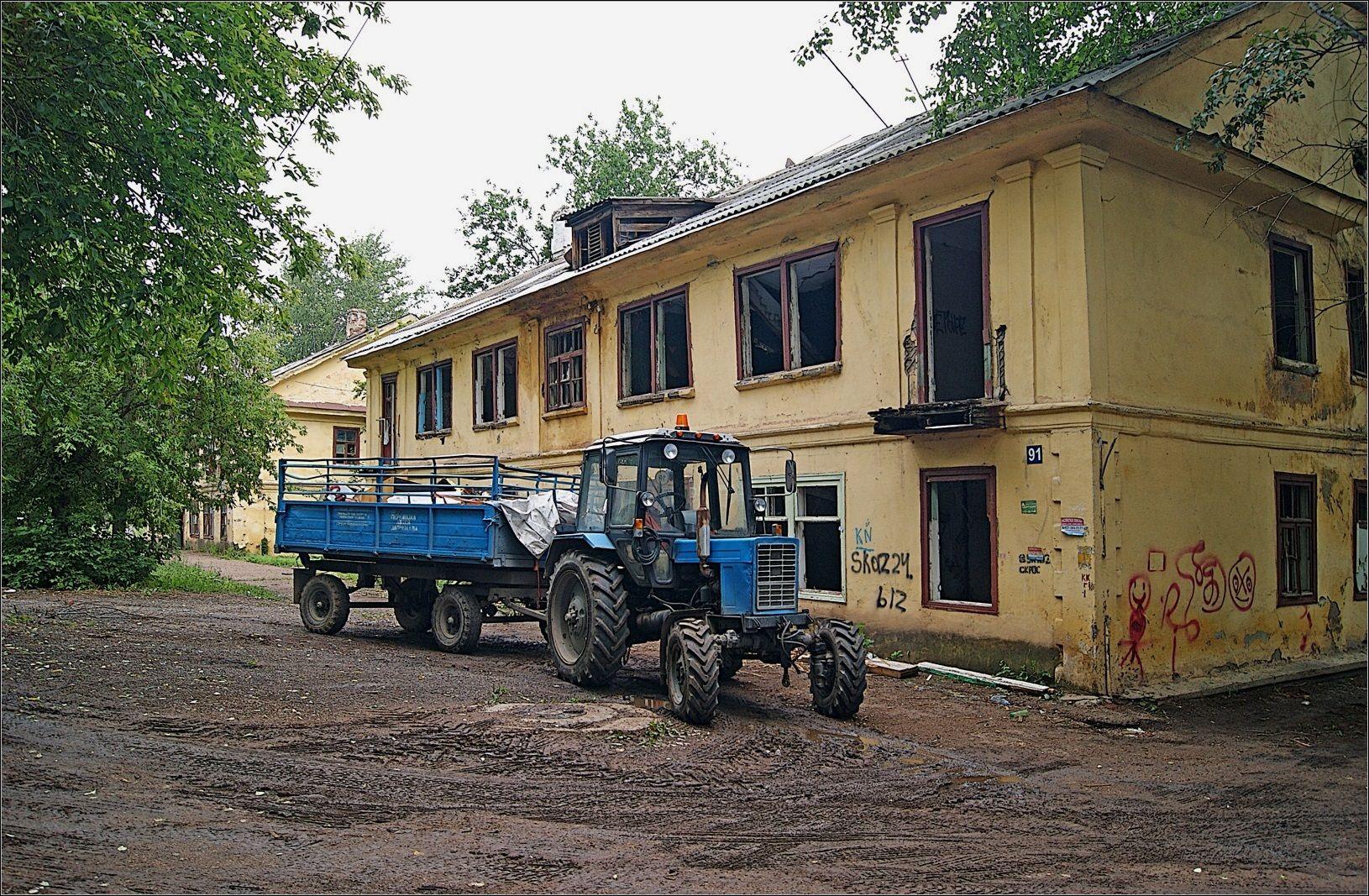 Трактор с тележкой (2) дом под снос трактор Беларус
