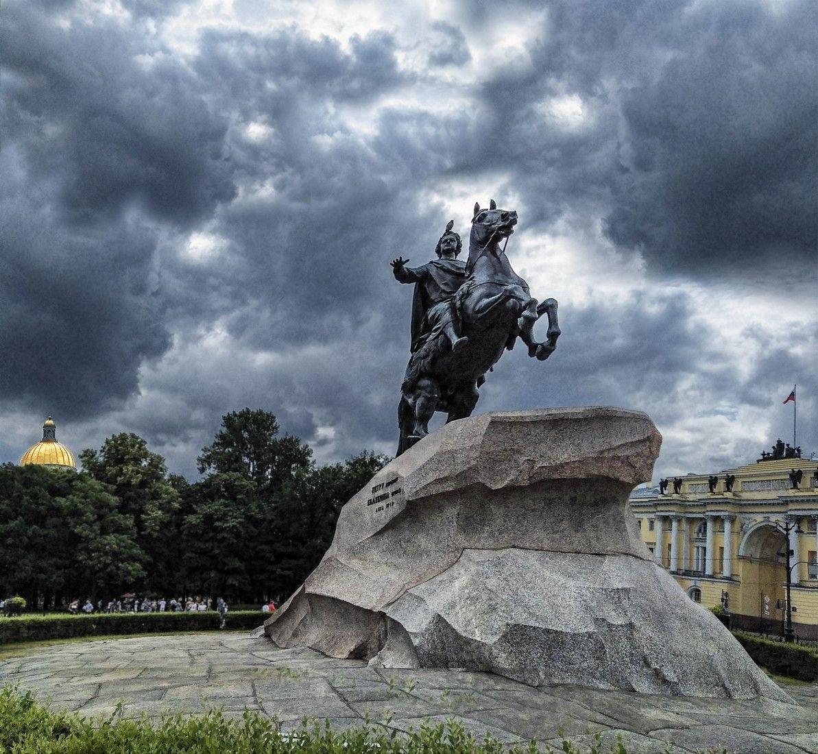 Кумир на бронзовом коне