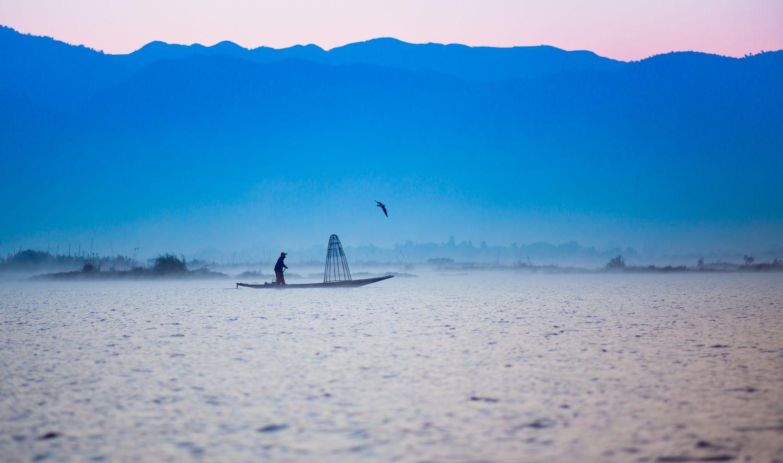 *** инле озеро бирма мьянма рыбак утро рассвет