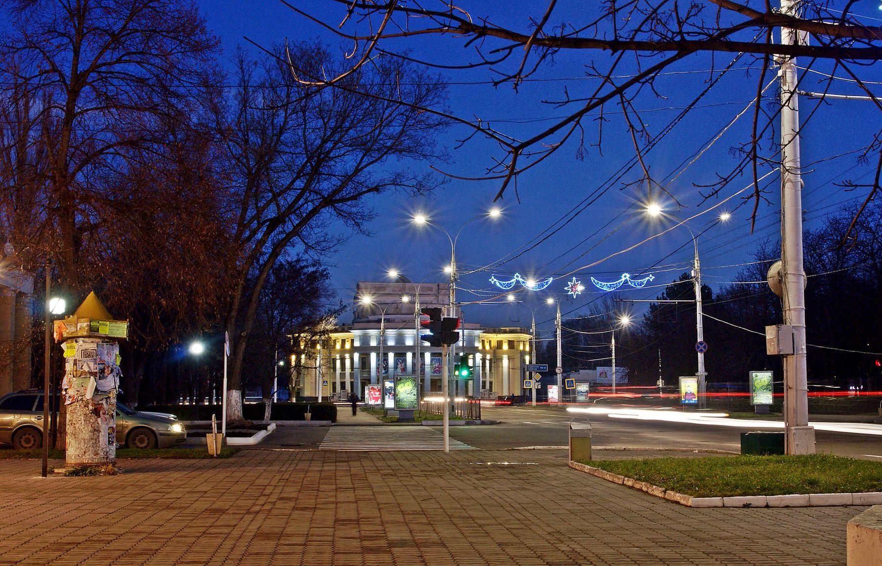 Вечерний Тирасполь театр город ночь фонари