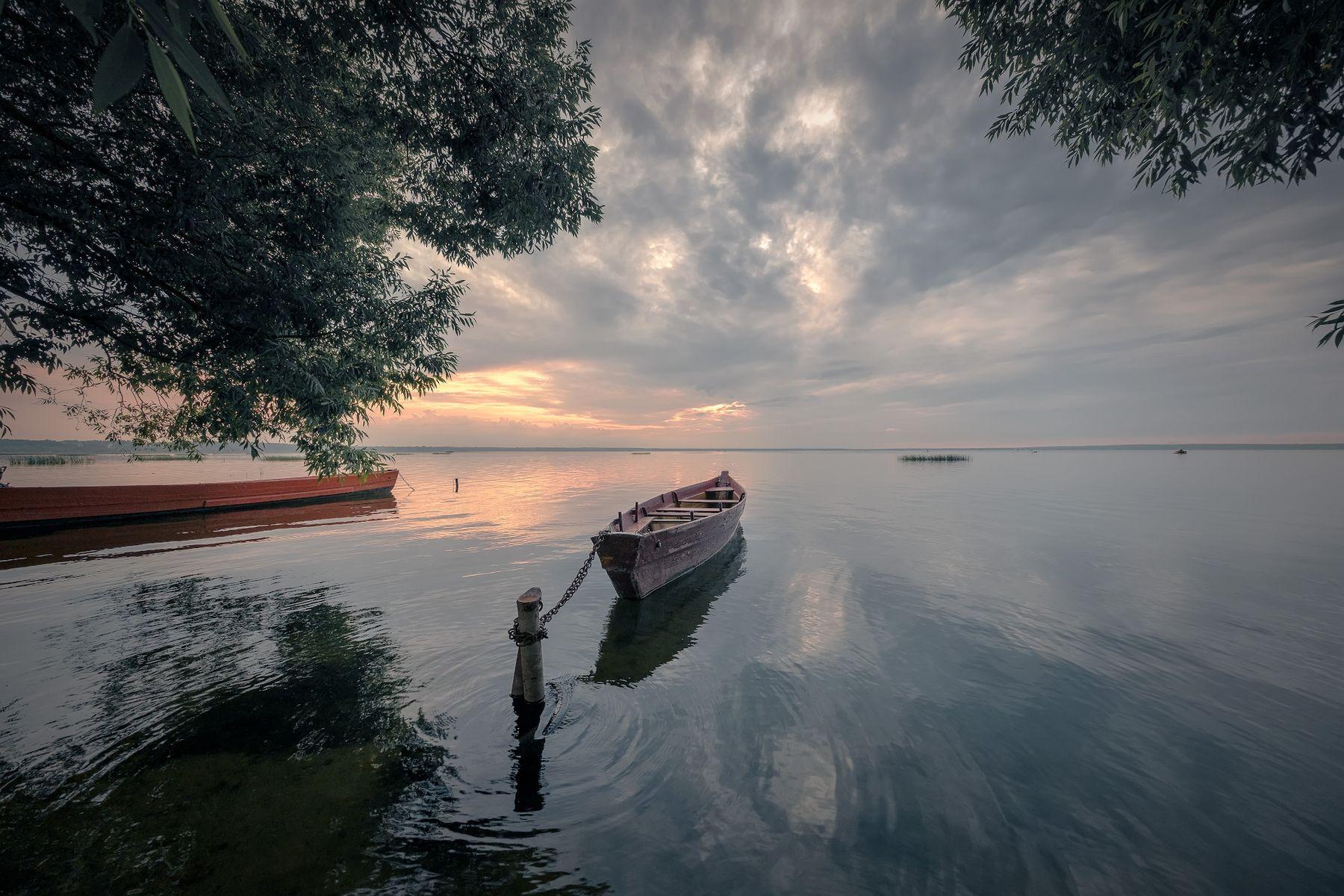 Лодки на закате озеро лодки закат деревья облака пейзаж природа переславль плещеево