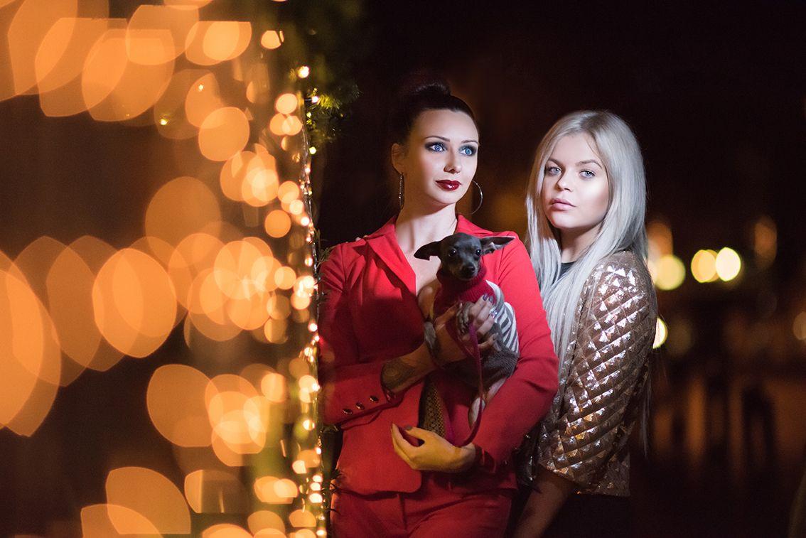 *** bokeh girls blondie dog red gold light night shot