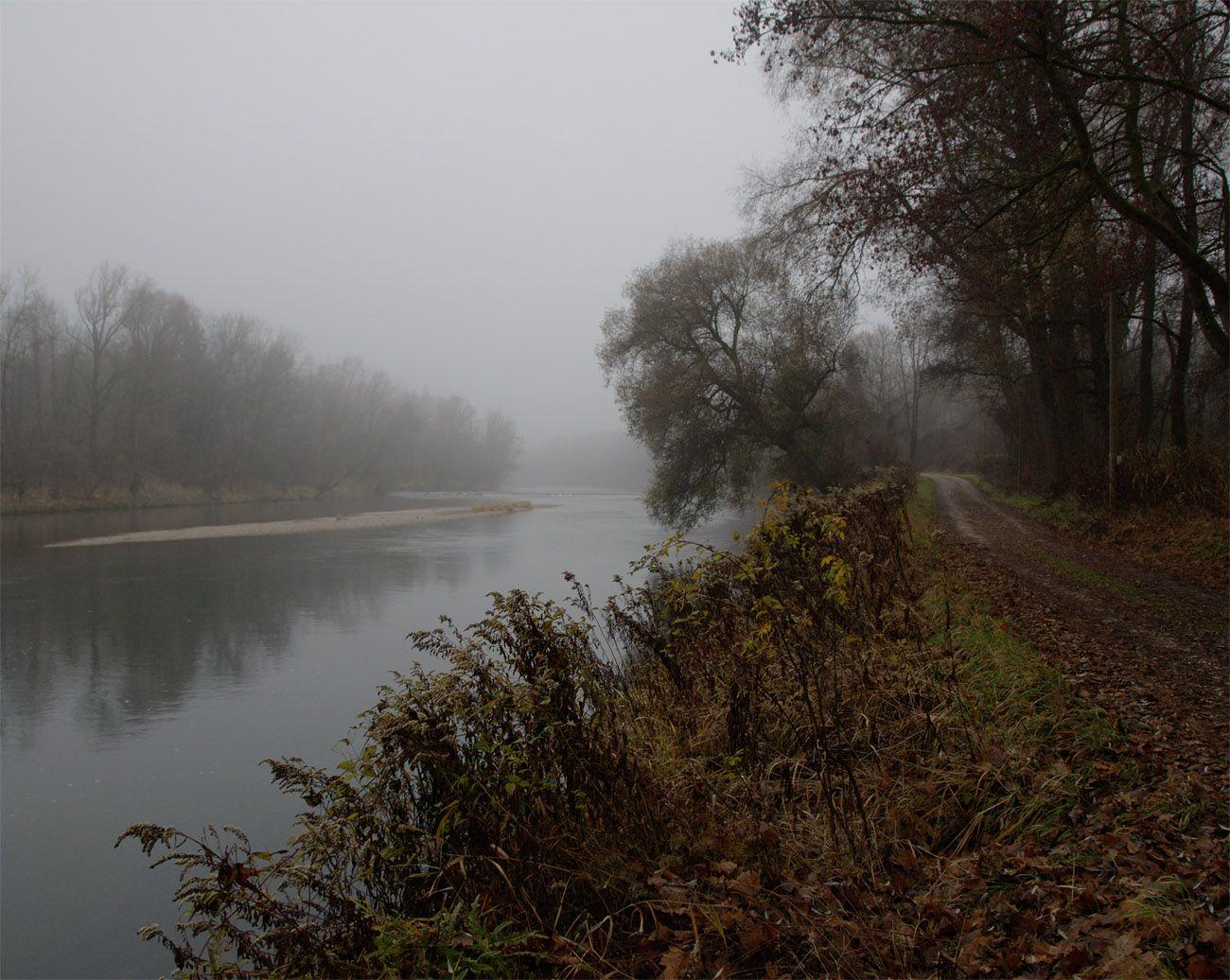 Туманным утром на реке