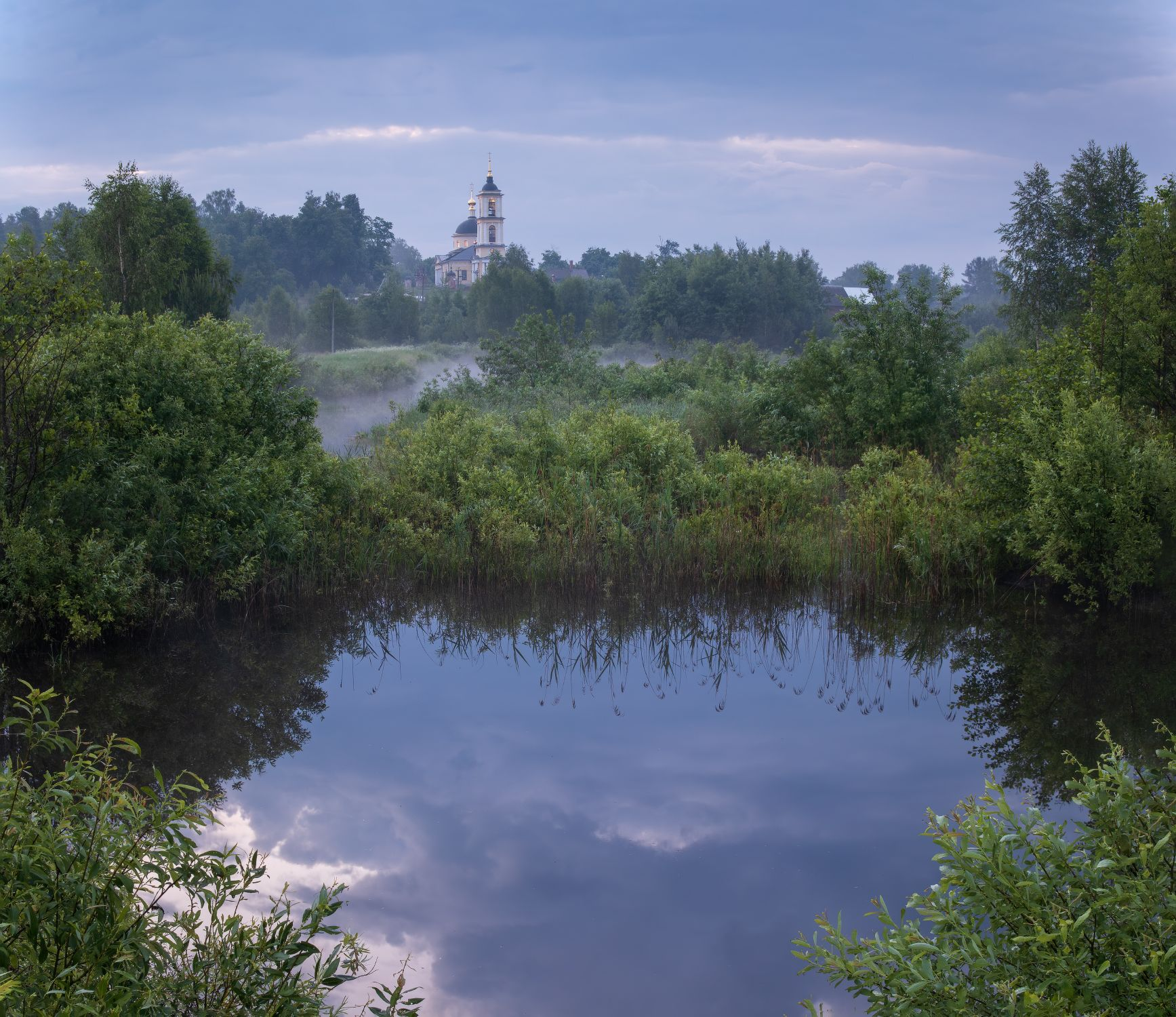 После дождя утро лето храм пруд вода пейзаж