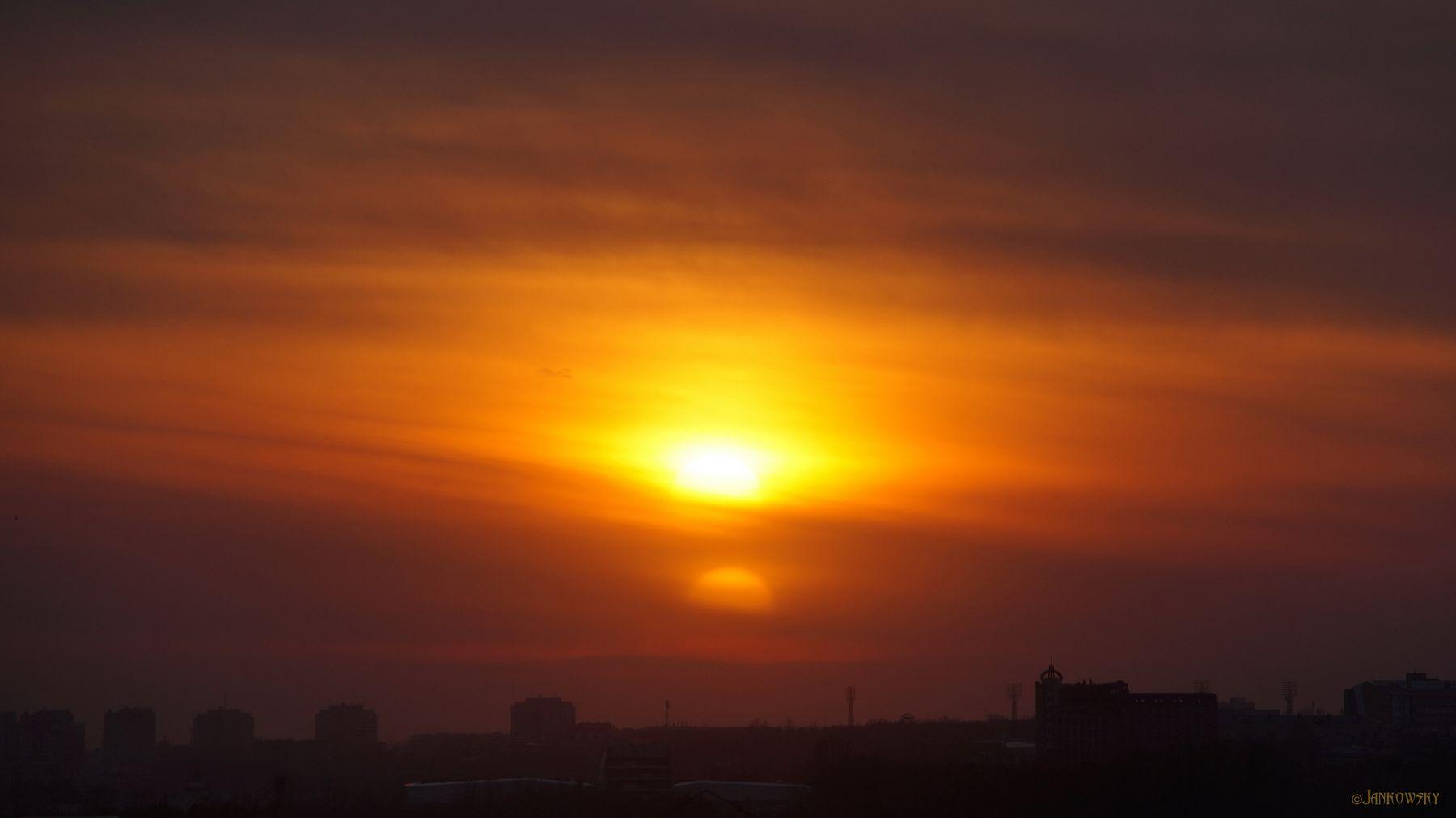 Заход двойной звезды на Корусанте, или Нибиру, как всегда не во время возвращаеццо... два солнца омск нибиру двойная звезда закат оранжевый балкона