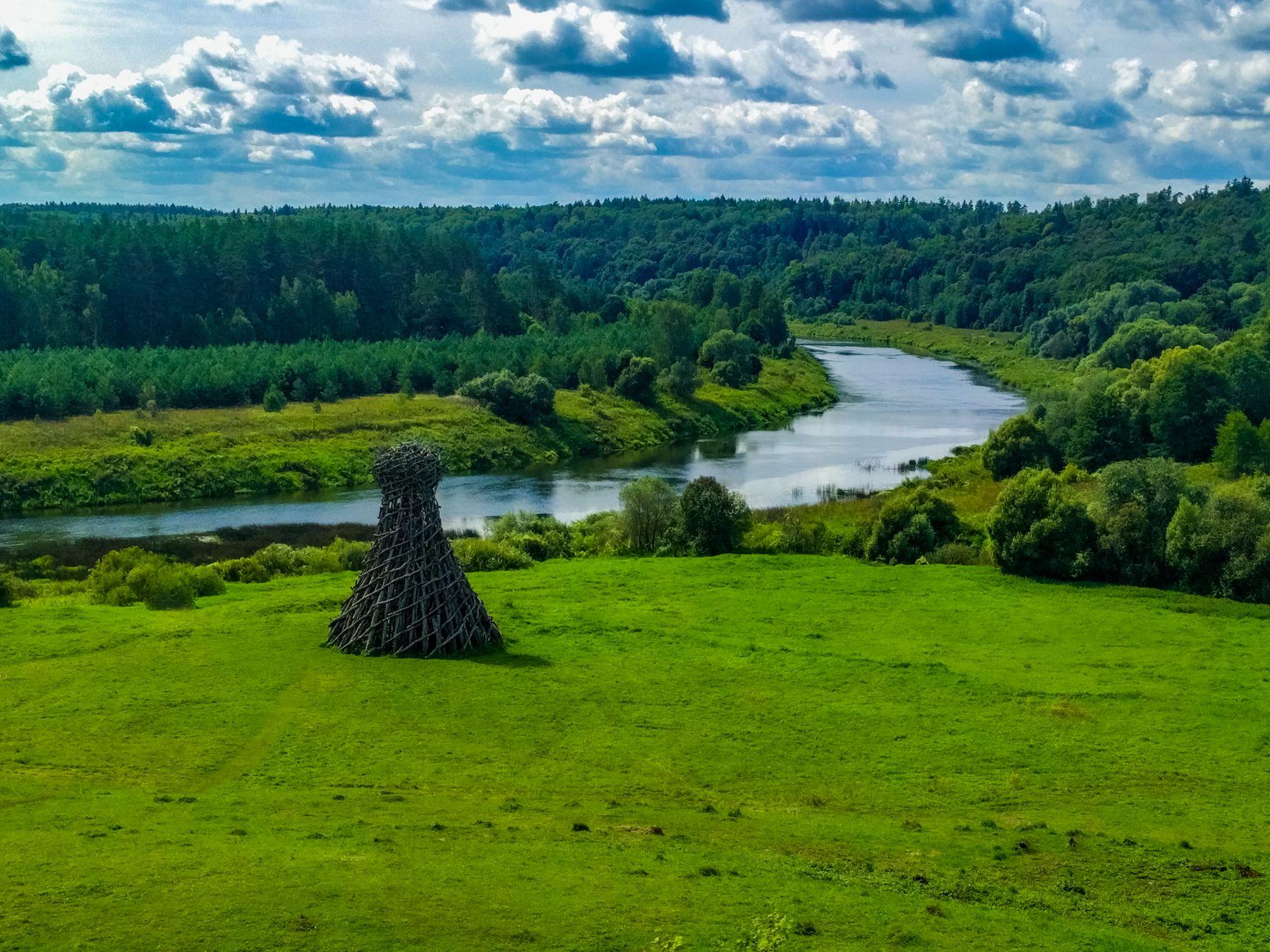 Маяк на Угре маяк природа арт-парк пейзаж река угра путешествие деревья трава строение