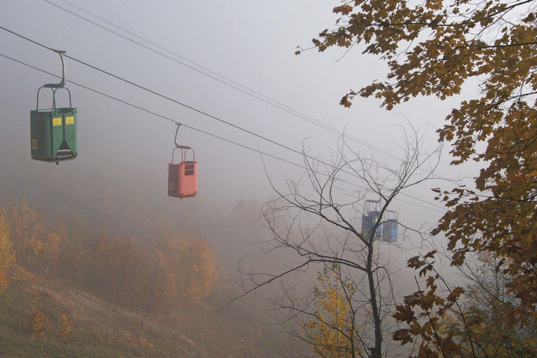 Осенняя карусель осень туман канатная дорога фуникулёр подъемник