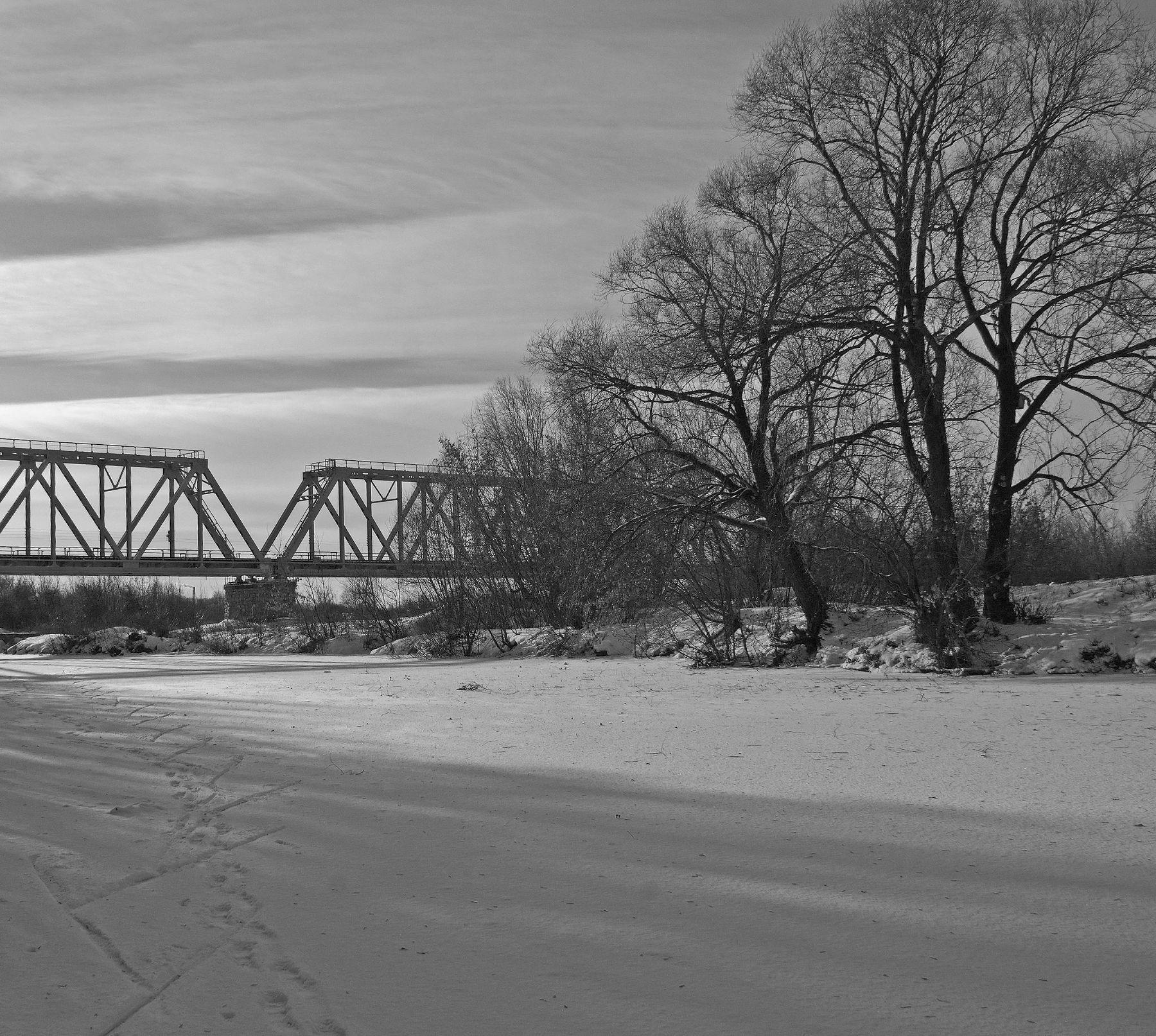 Зимний пейзаж с мостом.
