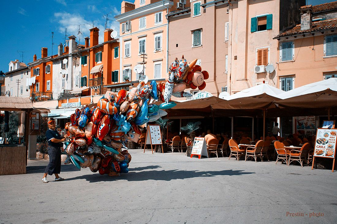 Эротоман... хорватия ровинь продавец шарик солнце город