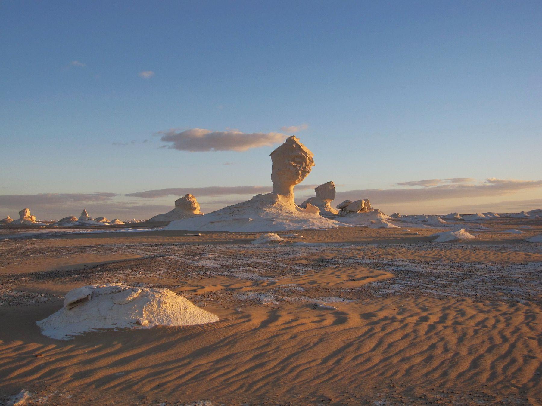 Вечер в Белой пустыне. Египет пейзаж скалы