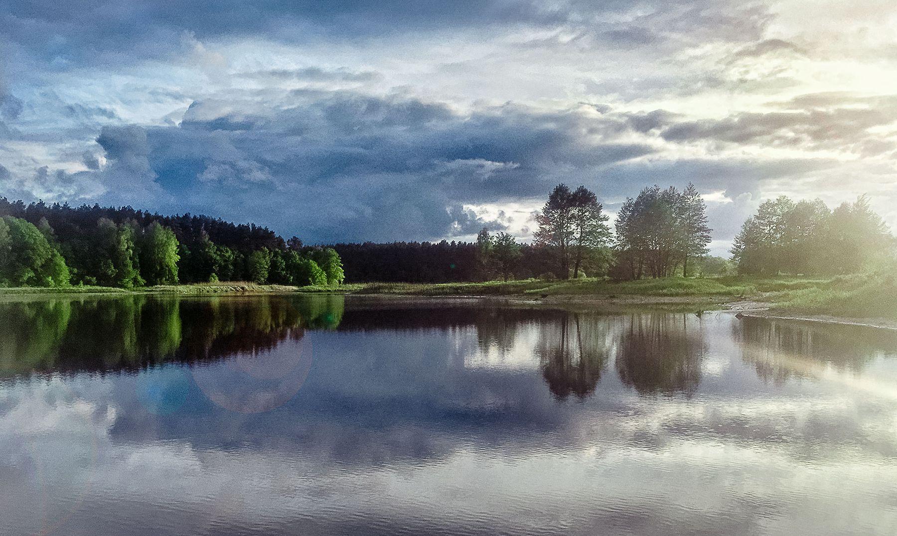 Отражение природы дерево деревья Житомир закат солнца небо облака отражение неба вода отраженье Житомирщина закатное солнце Житомирский фотограф Житомирське Полісся облаков