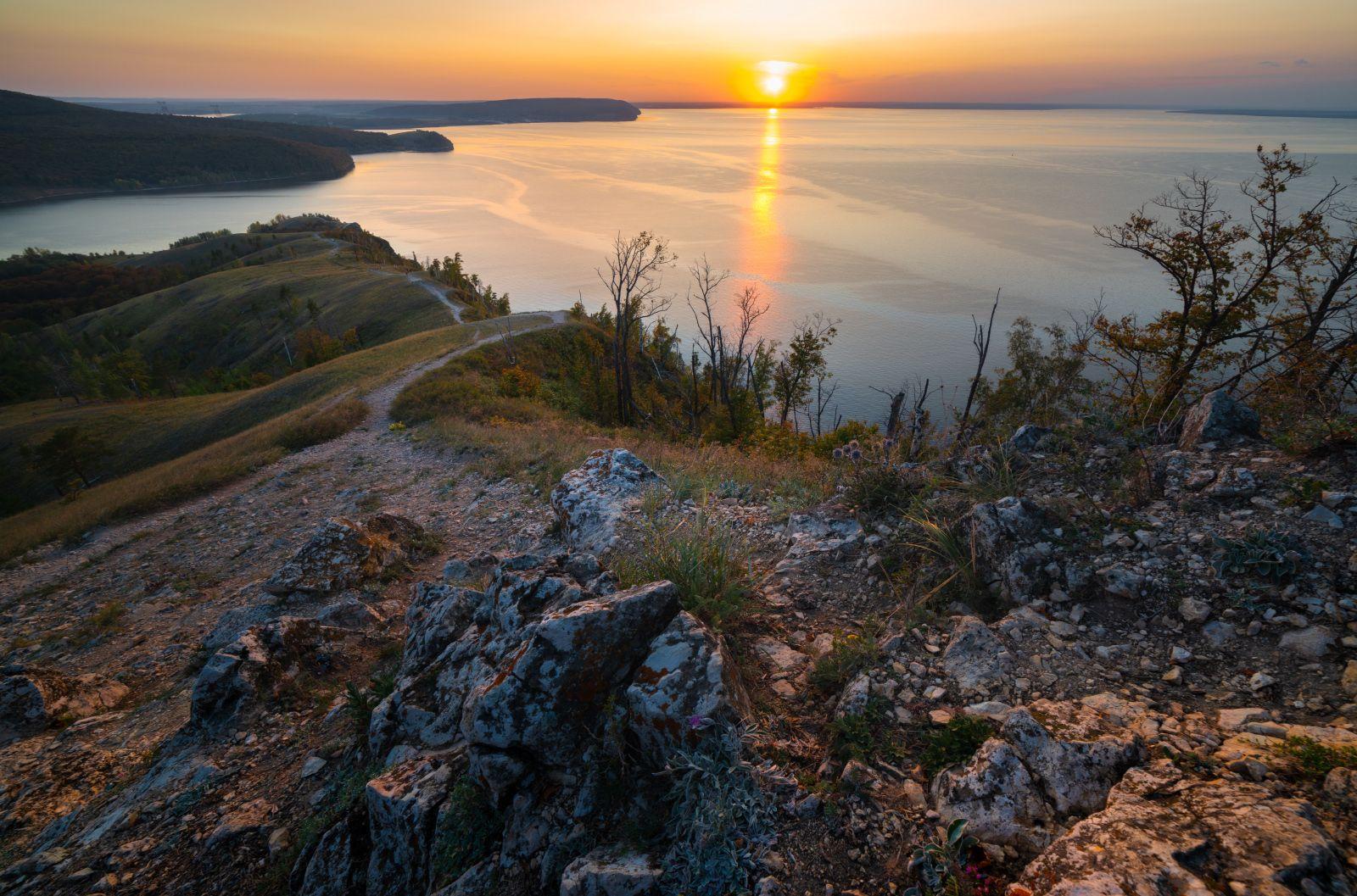 Каменными тропами пейзаж жигули закат солнце река камни отражение деревья