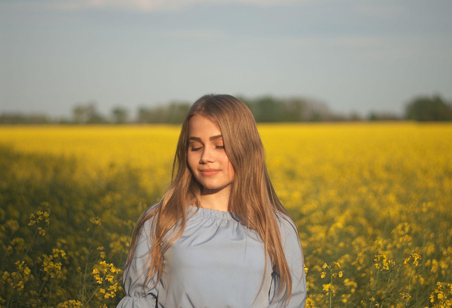 *** девушка весна портрет поле рапс желтое