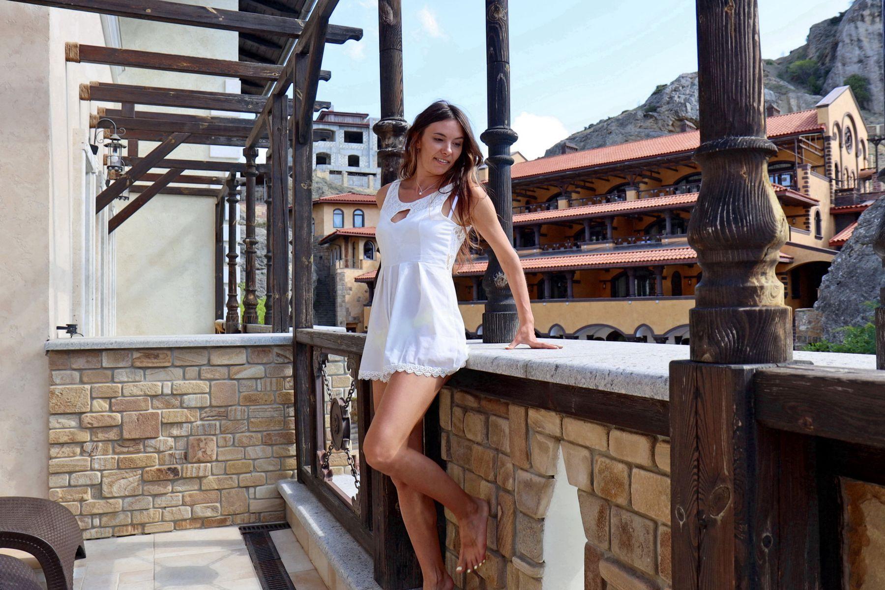 Девушка на балконе Девушка на балконе отель Судак Крым фотомодель