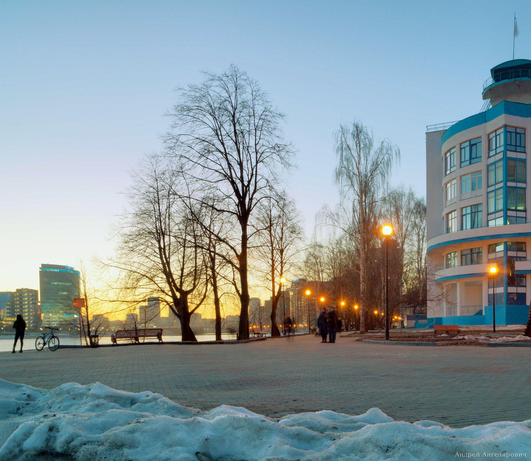 Весенняя прогулка по набережной Екатеринбург сумерки город огни