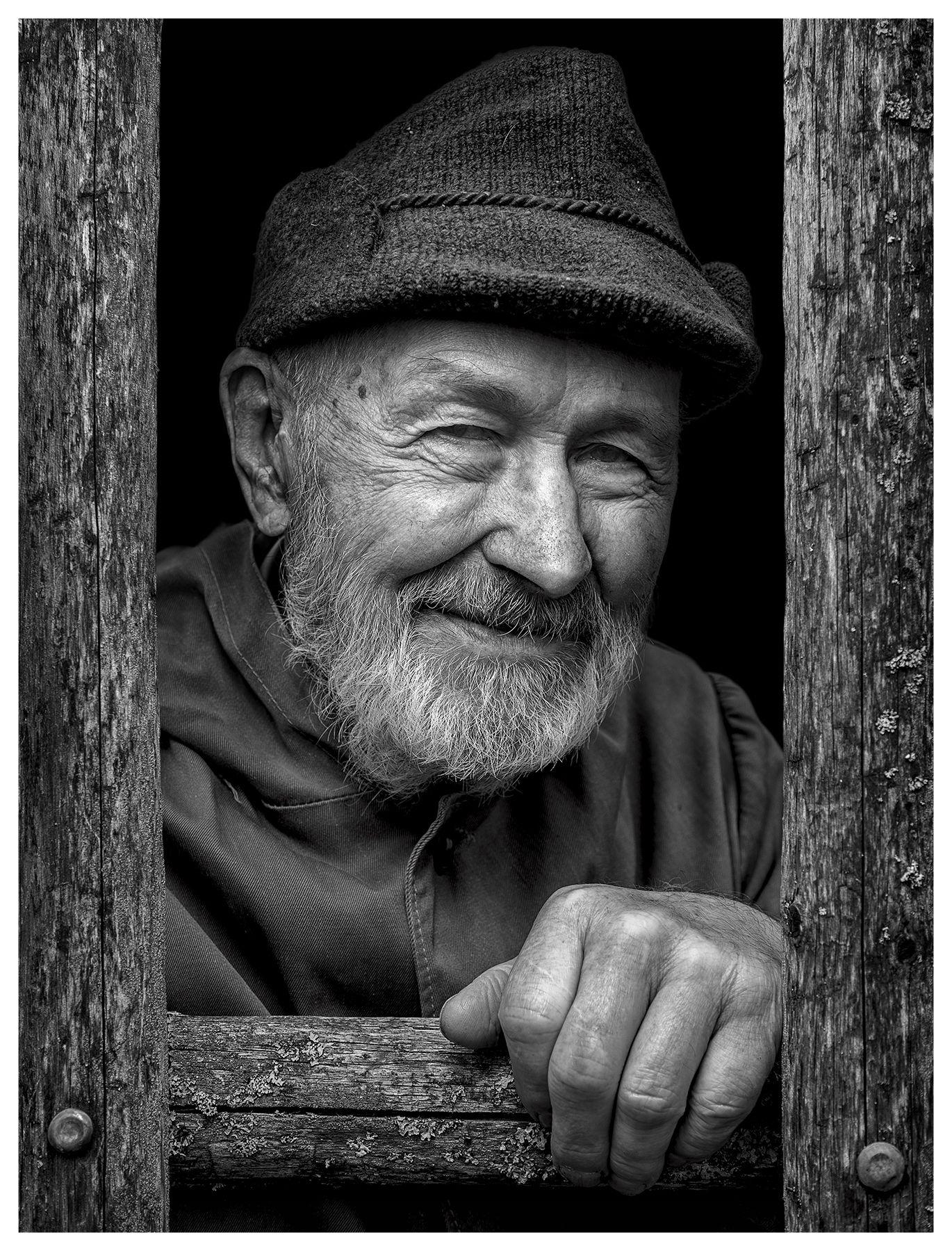 Дед Валя Valentin Pazhetnov model portrait grandfather ecologist bears look smile