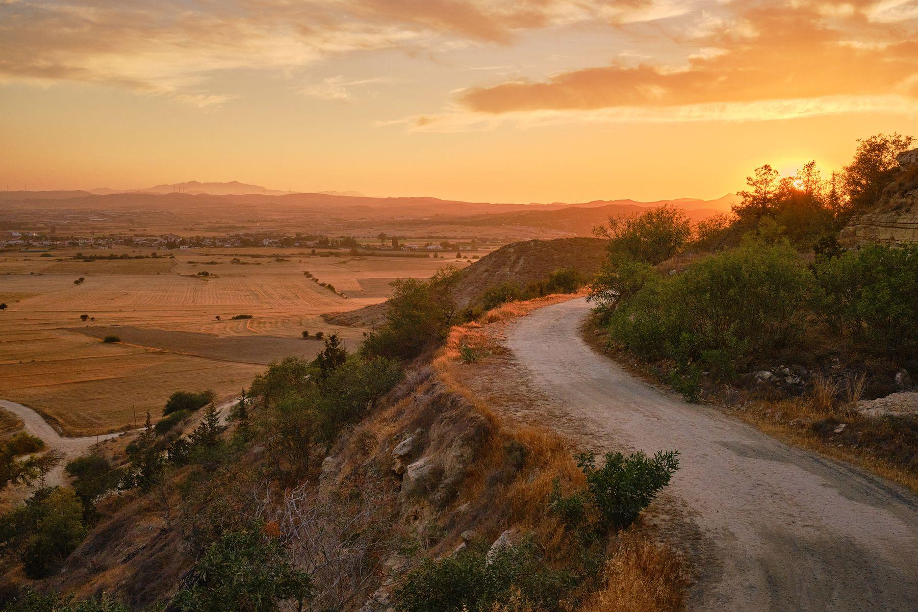 Закат на холме Ороклине кипр холмы закат дорога небо