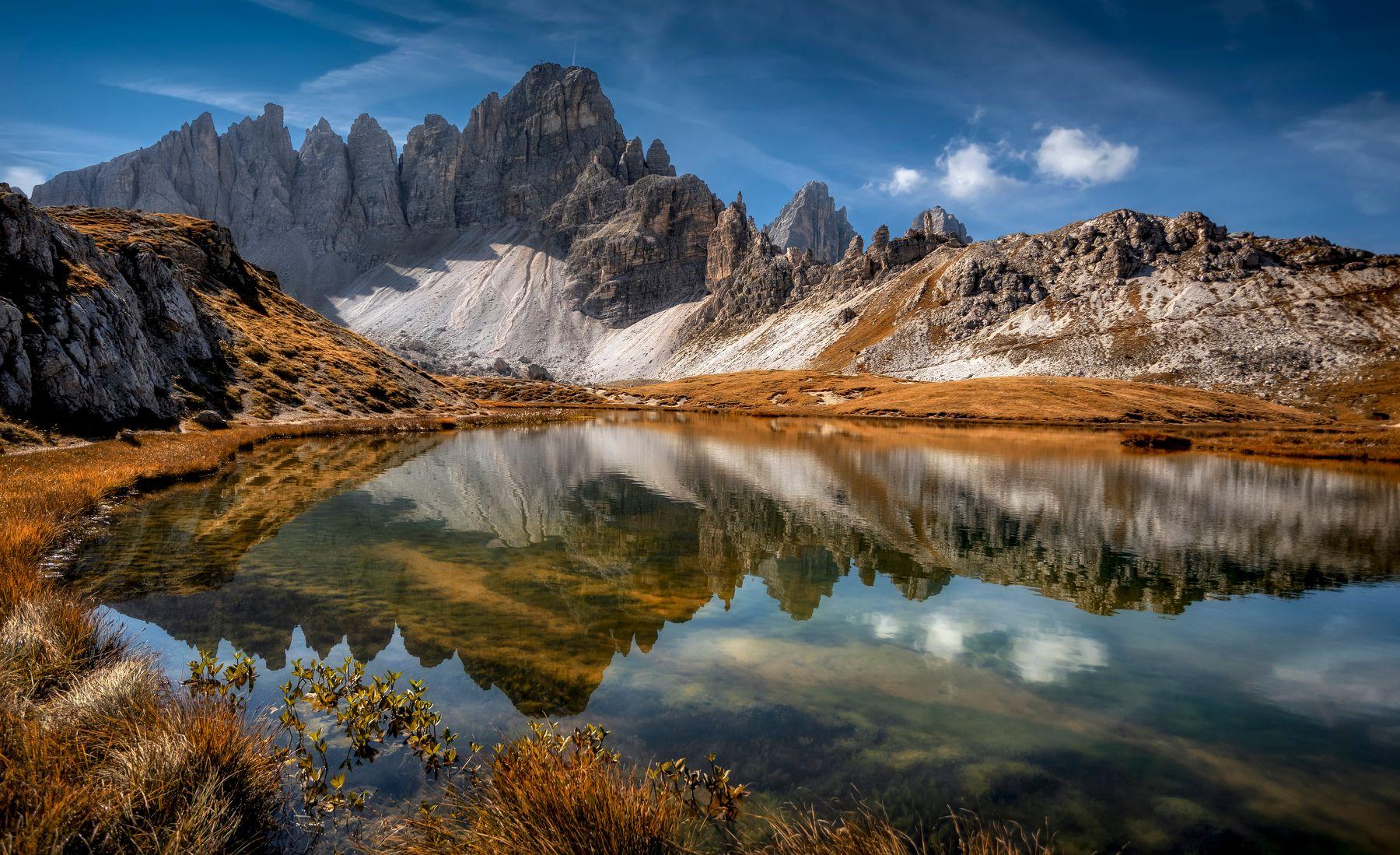 горы в озере
