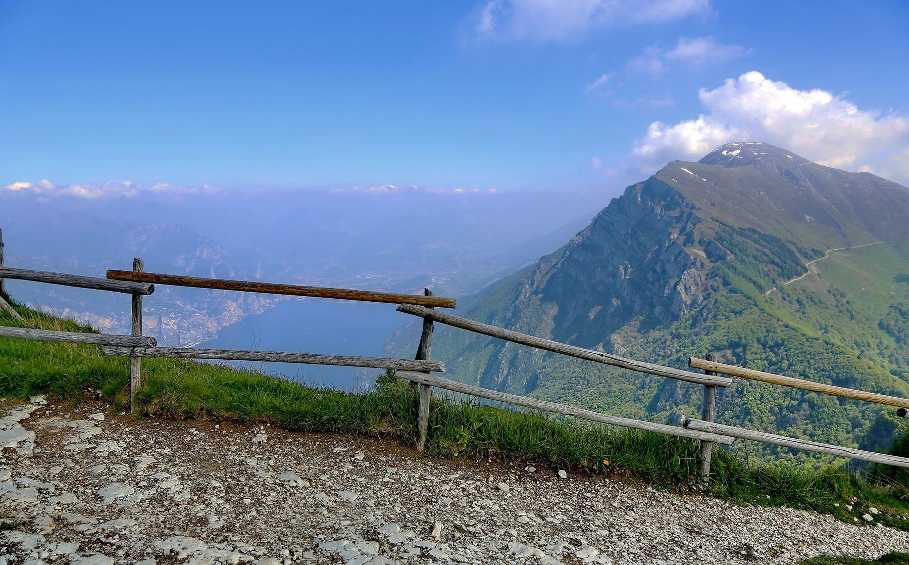 ***  шагая смело по горам ... горы поход путешествие Италия Монте-Бальдо Гарда