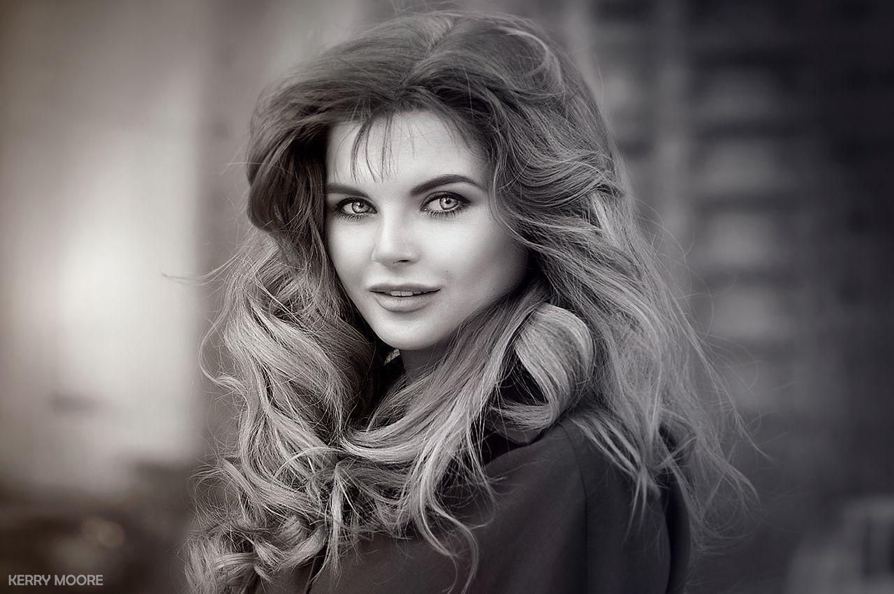Mira девушка портрет чёрно-белое