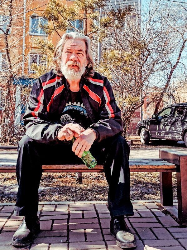 Из серии «Уличная экзистенция» Россия 2021 стрит фото улица люди фотограф наблюдения экзистенция город парк сквер мужчина брутал взгляд день