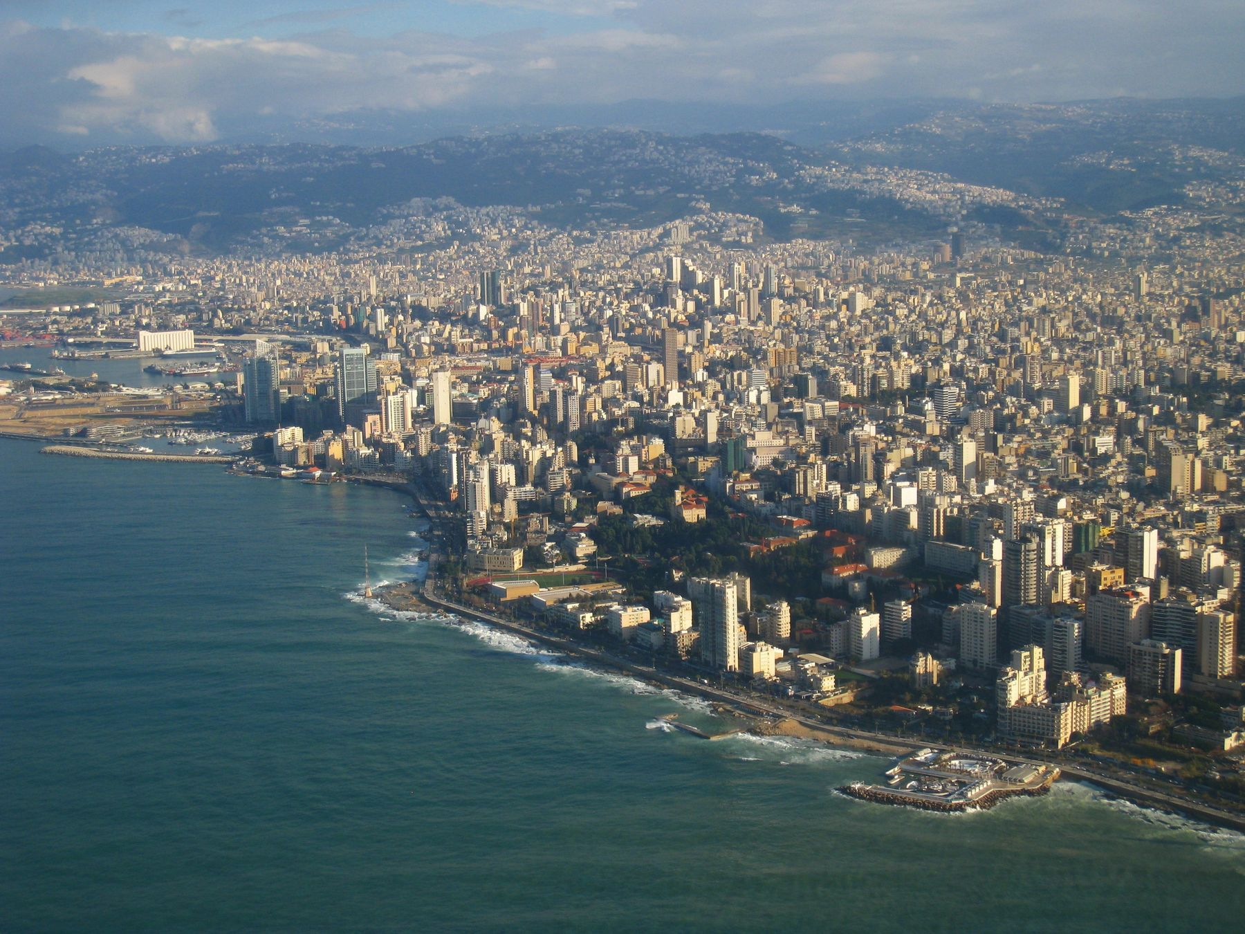 Славный город Бейрут. Ливан вулкан кратер горы скалы