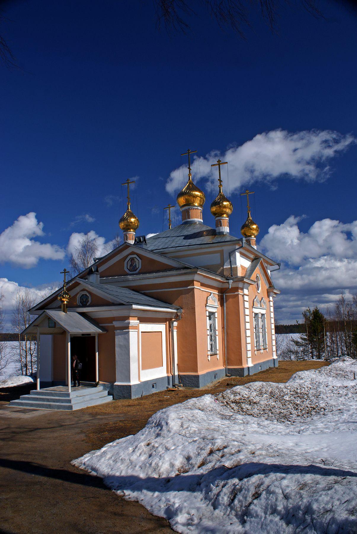 Всехсвятский храм 23 апреля 2017 весна карелия монастырь.церковь озеро