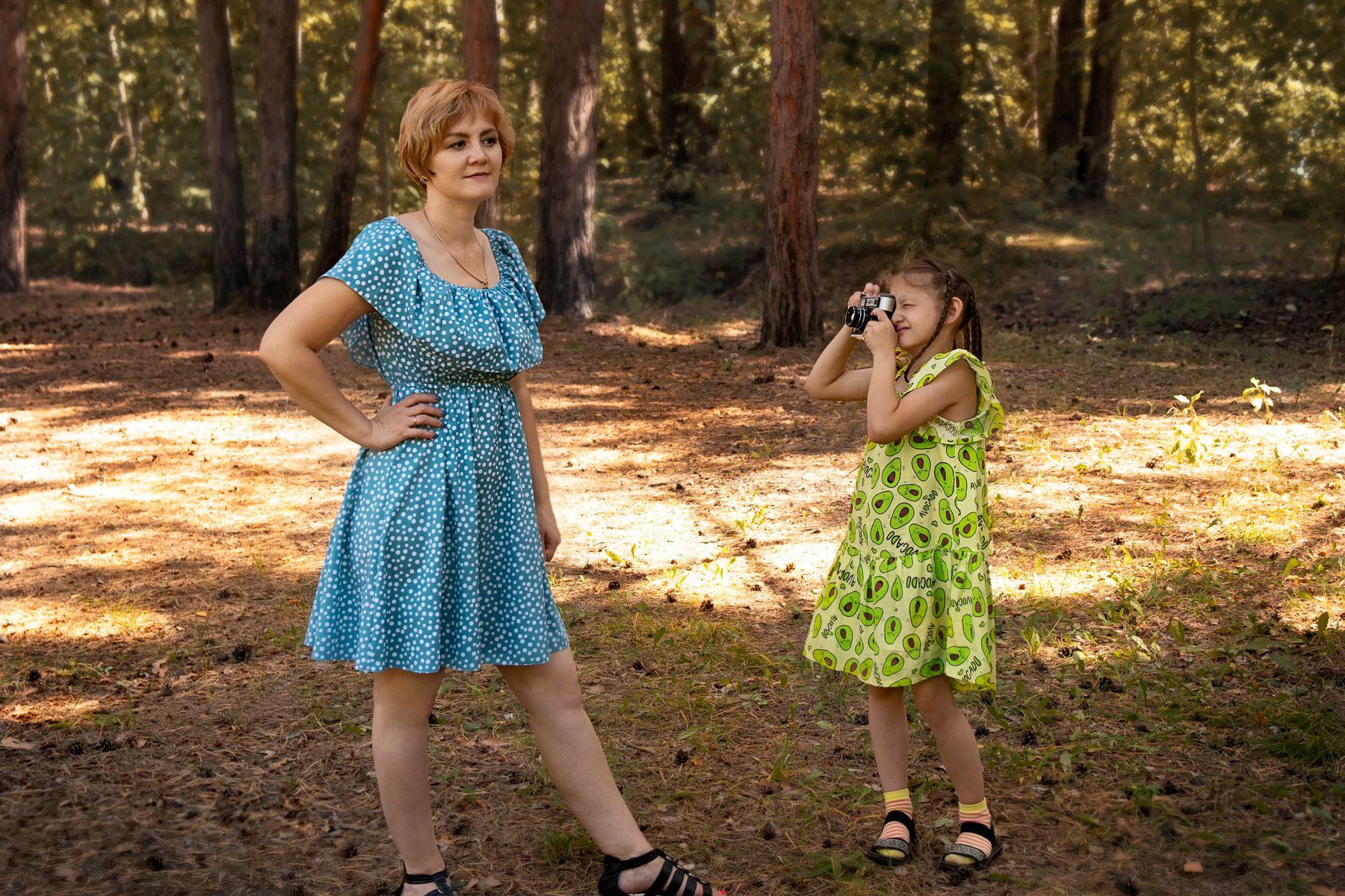 """""""Мама, будешь моей моделью!"""" семья мама дочь мать фотограф маленький юный модель фотосессия фотосъемка"""