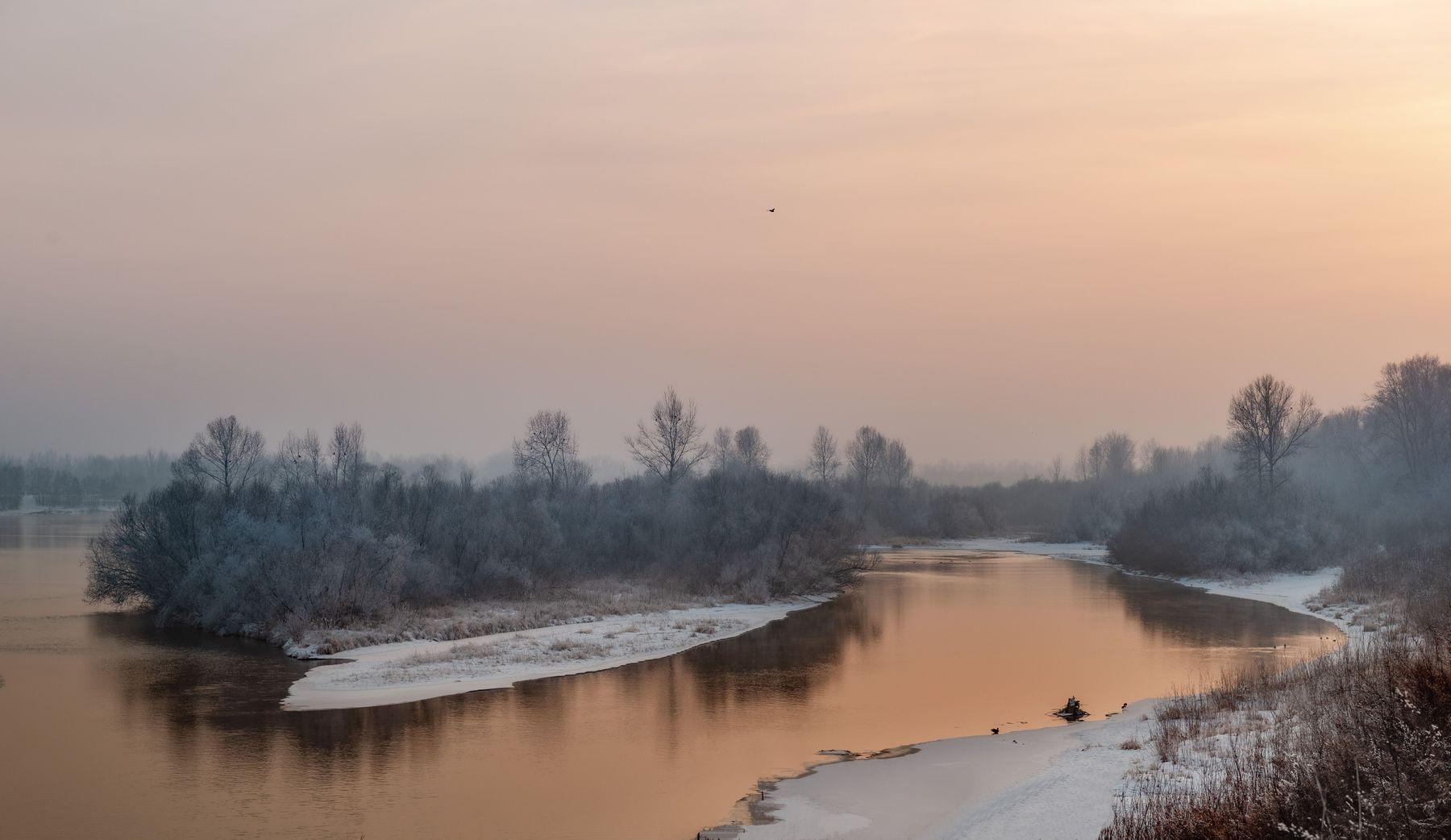 Тихий вечер. Река закатное небо остров