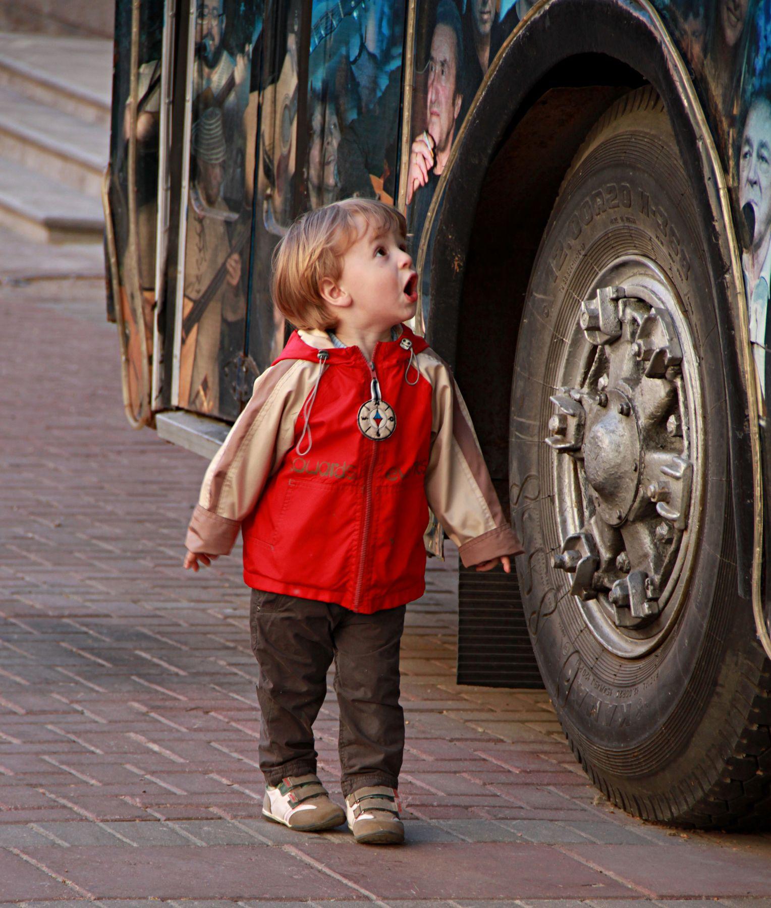 Какой большой!!! люди лица город прохожие уличный портрет стрит дети