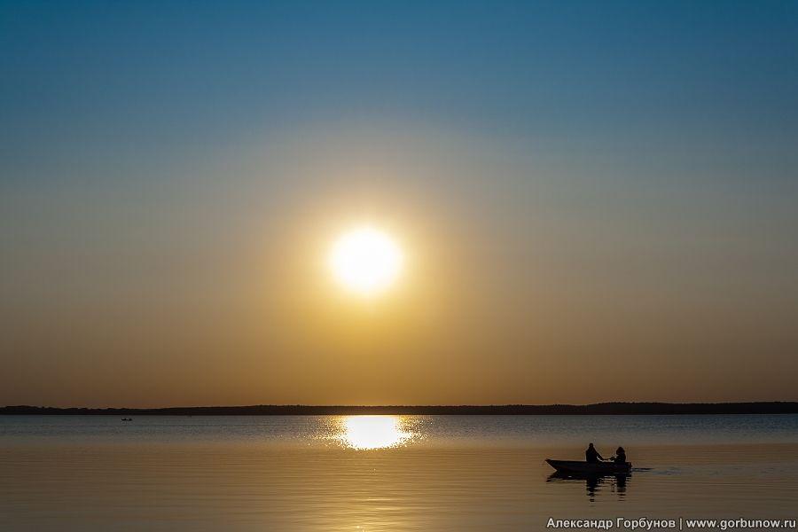 Вечерняя рыбалка селигер вечер осень лодка