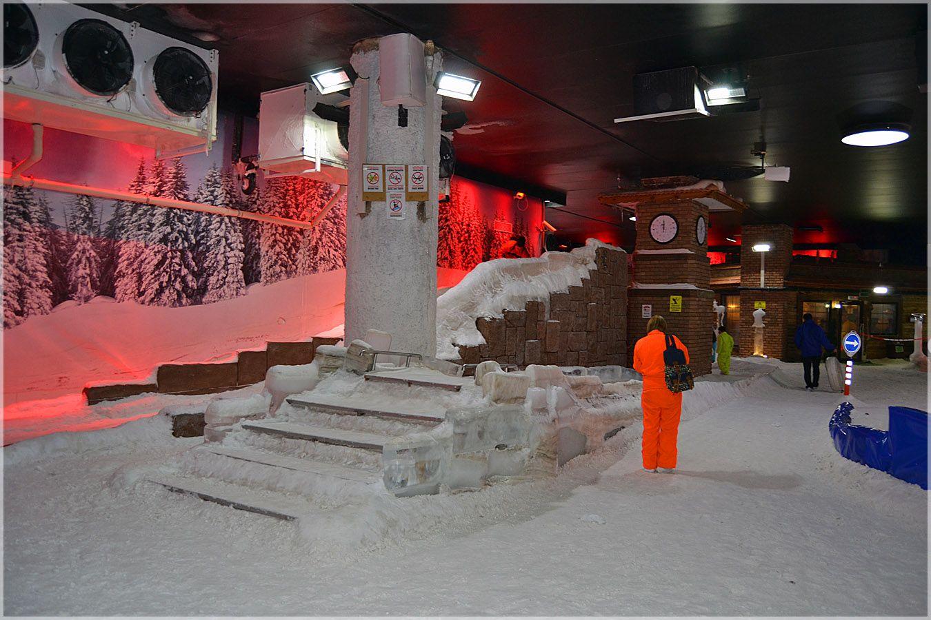 Время уходить... Турция Анталия Аквариум снег лёд горка часы туристы