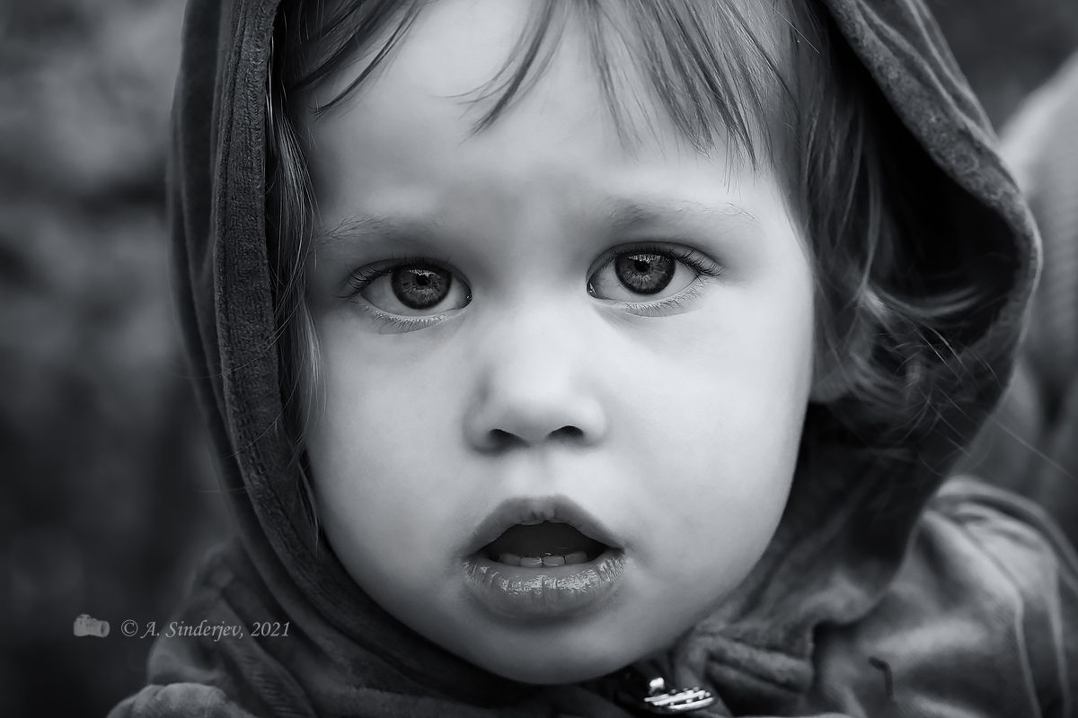 Портрет девочки монохром дети портрет ребёнок чёрно-белое