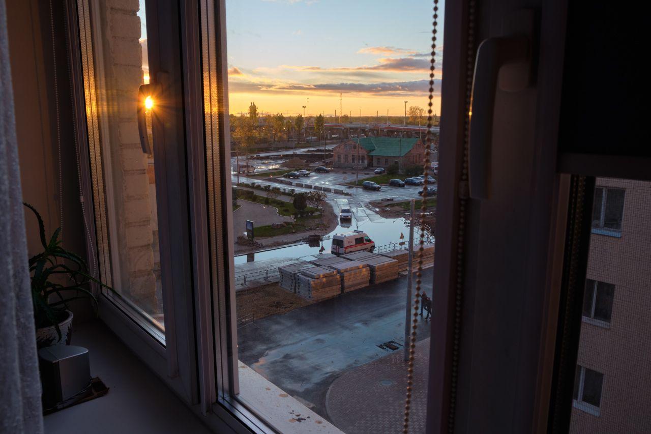 Закат за окном окно закат город