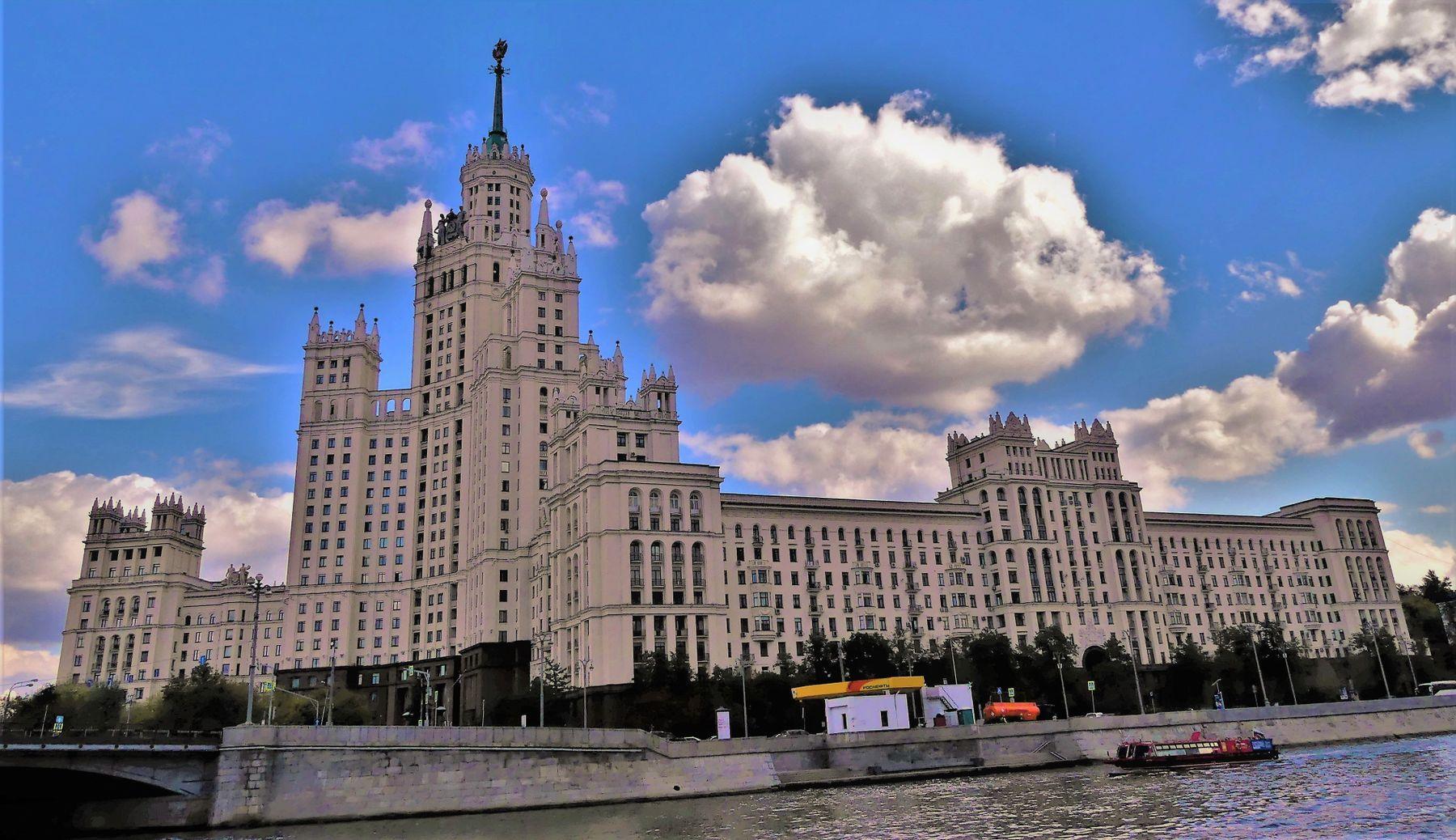 Сталинская Высотка Москва жилой дом на Котельнической набережной