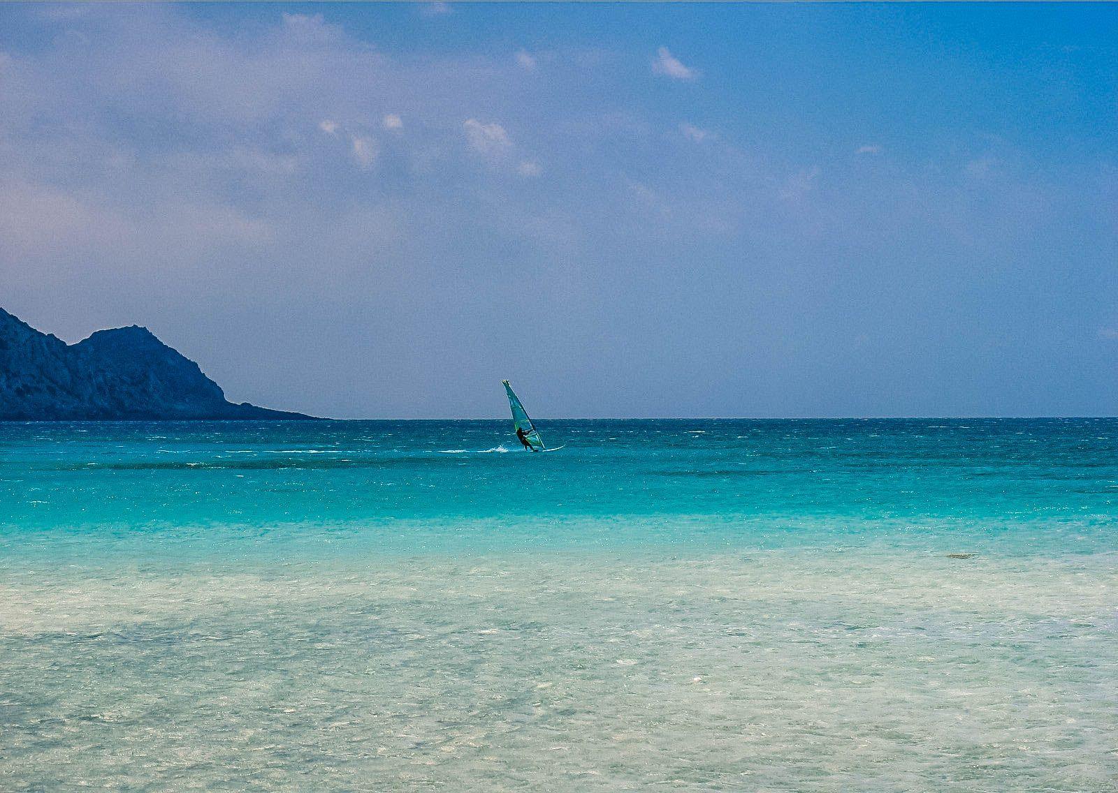 Одинокий сёрфингист, Крит (13.06.2006)