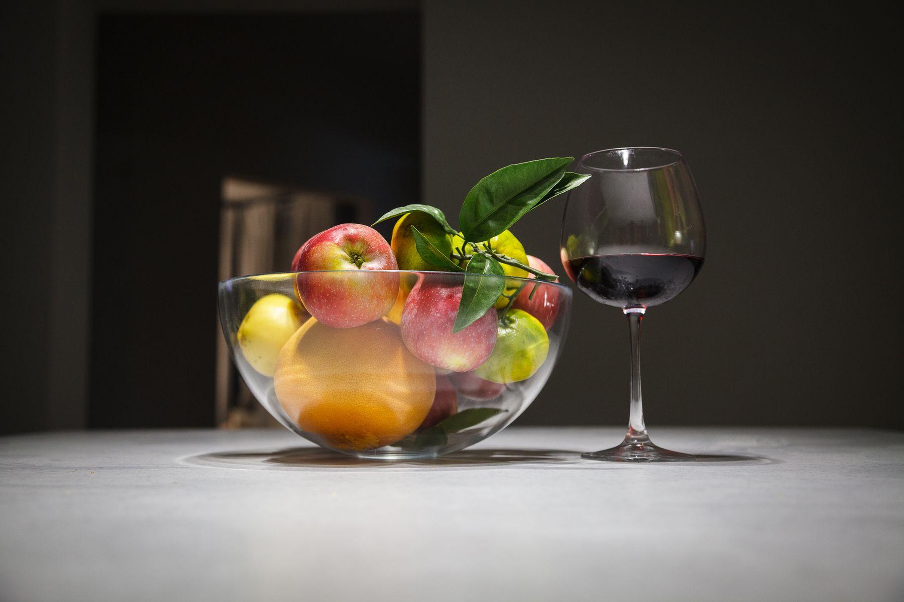 Вино и фрукты вино фрукты яблоки мандарины